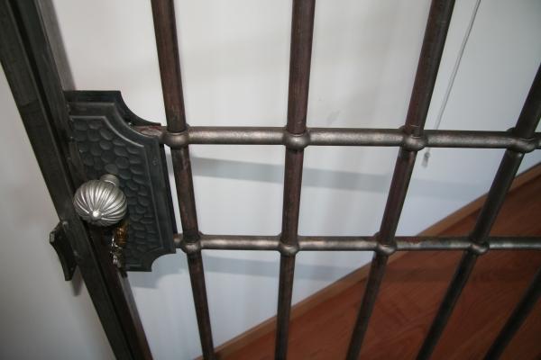 Détail serrure porte en fer